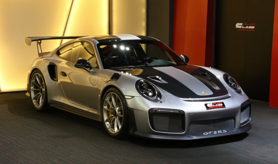 Porsche 911 GT2 RS Weissach Package